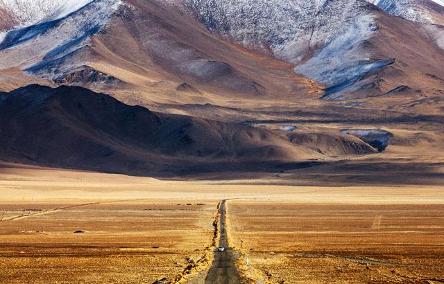 Алайская долина на Памиро-Алае. В киргизском посёлке Сары-Таш Памирский тракт