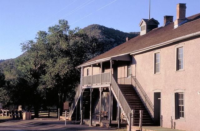 Бывшая контора Мерфи-Долана, переделанная под тюрьму. Именно отсюда совершил свой знаменитый побег Билли Кид