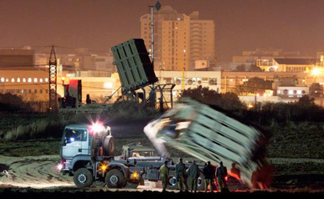 Израильские ВВС нанесли около 70 ударов по сектору Газа после ракетного обстрела Тель-Авива.