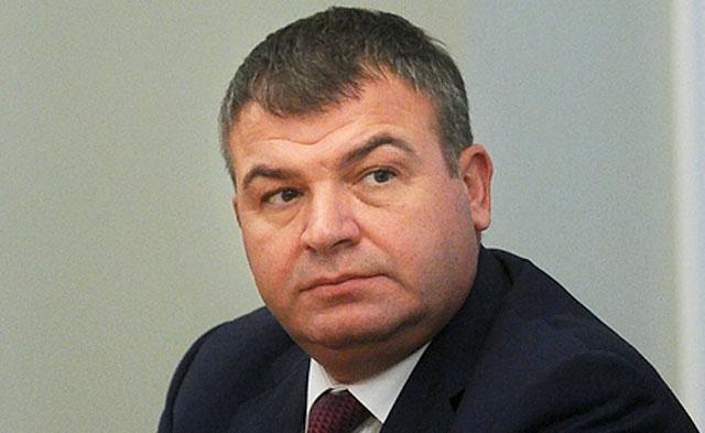 Медведев считает правильной отставку Сердюкова с поста министра обороны.