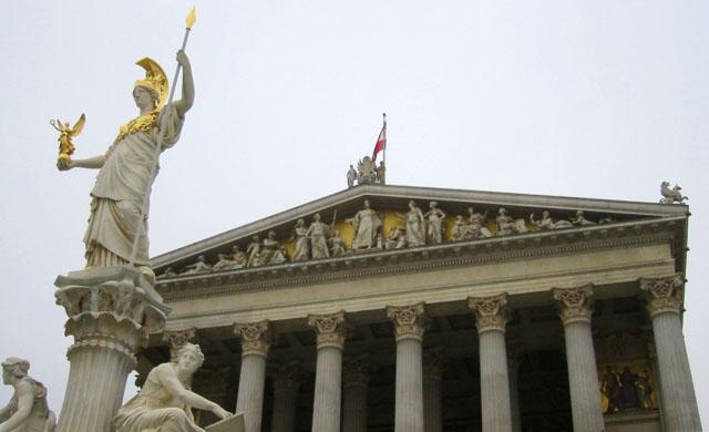 Референдум по отмене всеобщей воинской повинности начался в Австрии