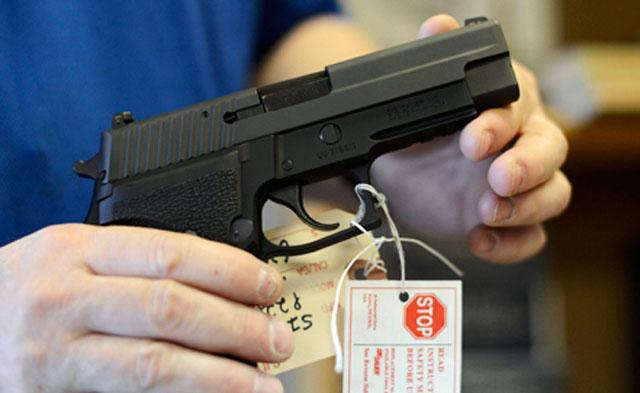 В сенате Конгресса начались считающиеся в США историческими слушания по ужесточению контроля над оружием