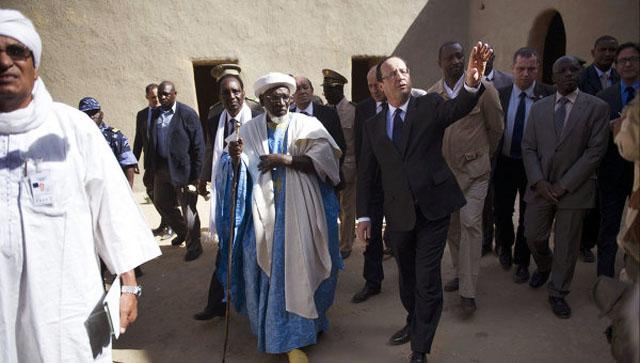 Президент Франции прибыл в город Тимбукту на севере Мали