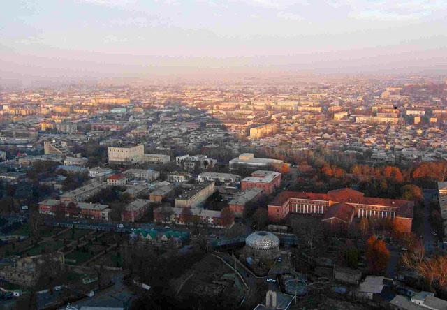 """Киргизия раскололась надвое. В Киргизии началась первая азиатская """"оранжевая"""" революция. Она станет образцом для аналогичных событий по всей Средней Азии"""
