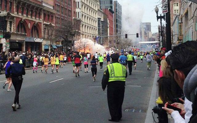 Марафон в Бостоне на финише ждали взрывы: более 140 раненых