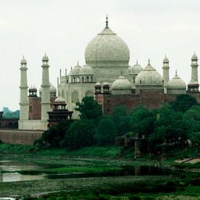 Новости 25.04.2013: У мавзолея Тадж-Махал в Индии прогремел взрыв