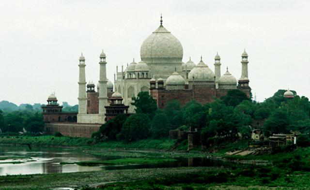 У мавзолея Тадж-Махал в Индии прогремел взрыв