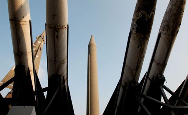 """На восточном побережье КНДР по-прежнему развернуты ракеты """"Скад"""" и """"Нодон"""""""