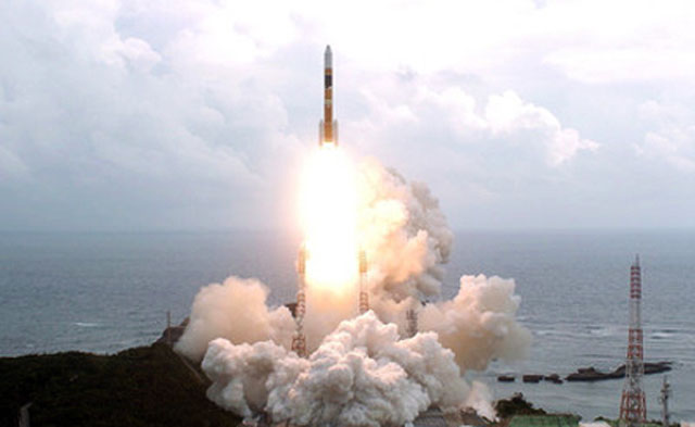 КНДР осуществила запуск трех ракет малой дальности
