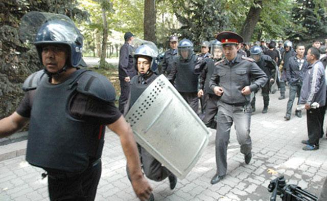 Ситуация в Киргизии: митинг из-за рудника Кумтор обернулся столкновениями
