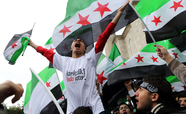 Президент Египта встал на сторону сирийской оппозиции, однако у себя в стране пообещал не допустить новой революции