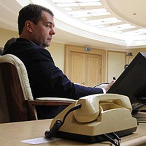 Западные спецслужбы шпионили за Медведевым
