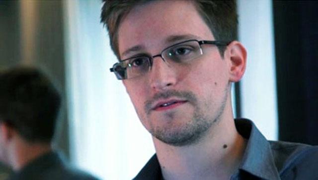 Эдвард Сноуден летит на Кубу через Москву