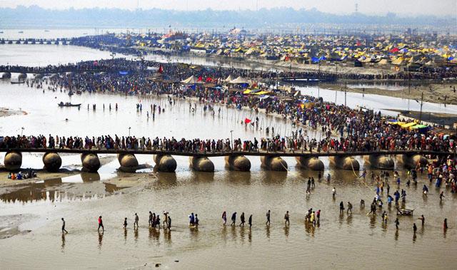 Праздник Магх Кумбх Мела, проводимый в январе каждого года в городе Аллахабад (истор. Праяга)