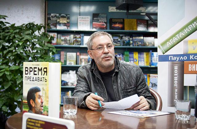 Михаил Леонтьев на презентации книги «Время предавать», апрель 2013
