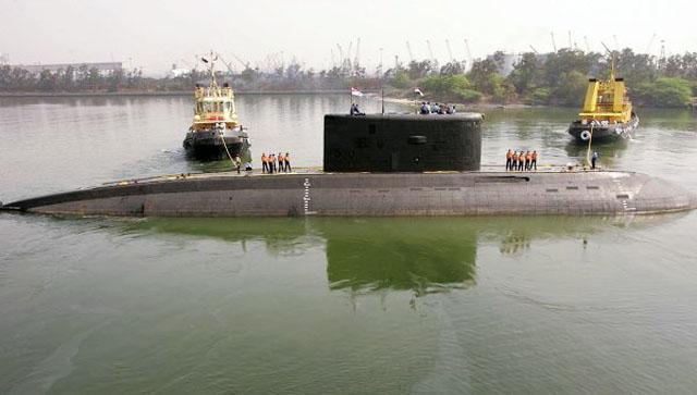 Несколько индийских моряков погибли при пожаре на подлодке в Мумбаи