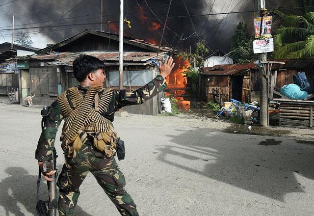 Более 110 человек погибли в ходе боевых действий на Филиппинах