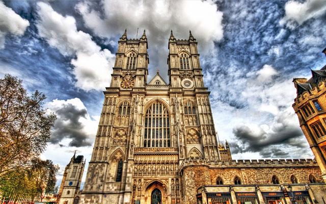 Церковь Англии вкладывает деньги в оружие