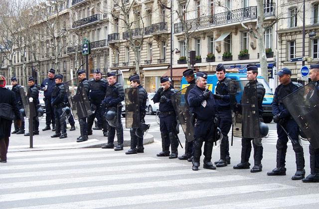 Повышение налогов во Франции в 2014 году приведет к социальному взрыву