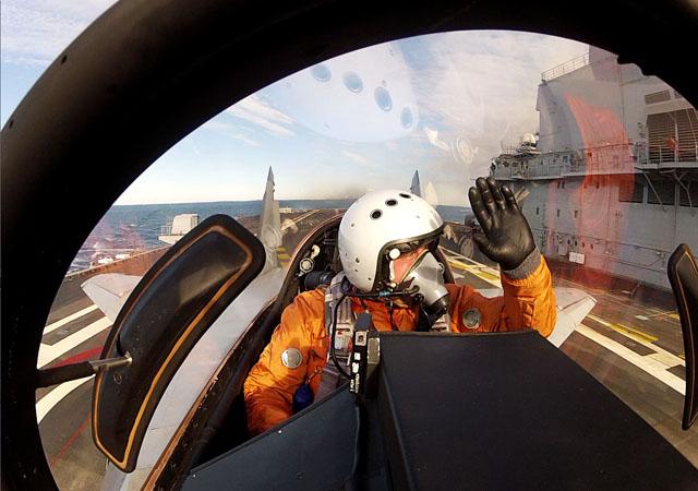 Генеральный директор РСК «МиГ» Сергей Коротков проверяет надежность боевой машины