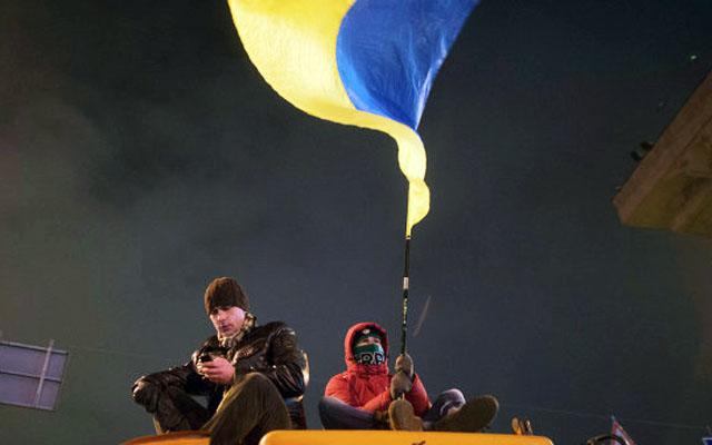 Новости 02.12.2013. Митингующие в Киеве блокируют входы в здание кабмина