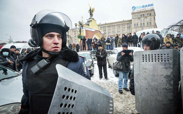 Новости 09.12.2013. Правоохранители окружают Майдан в Киеве, оппозиция готовится к штурму