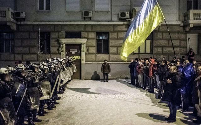 Новости 10.12.2013. Противостояние силовиков и оппозиции в центре Киева возобновилось