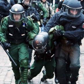 Новости 22.12.2013. Массовые беспорядки в Гамбурге: ранены десятки человек, в том числе 70 полицейских