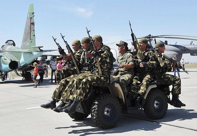 Депутат Абдрахманов дождался, когда уедут парламентарии Госдумы, и потребовал от России 30 млн. долларов за базу в Канте