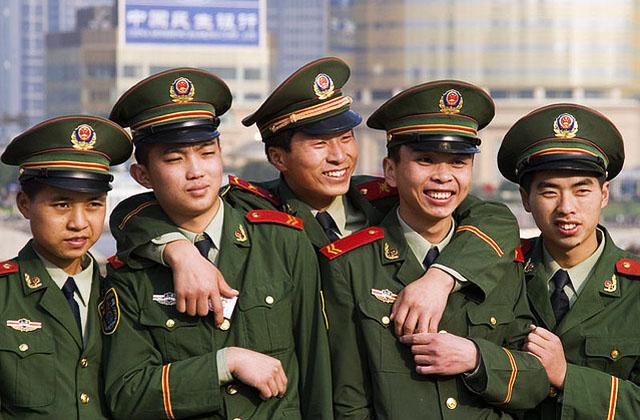 """""""Маленькие императоры"""" ослабляют китайскую армию"""