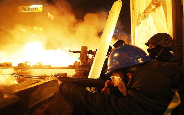 Новости 19.02.2014. «Беркут» штурмует Майдан Незалежности в Киеве