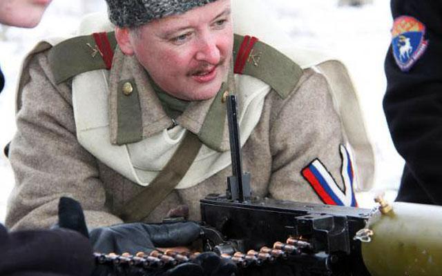 Игорь Стрелков тренируются на военно-исторической реконструкции.