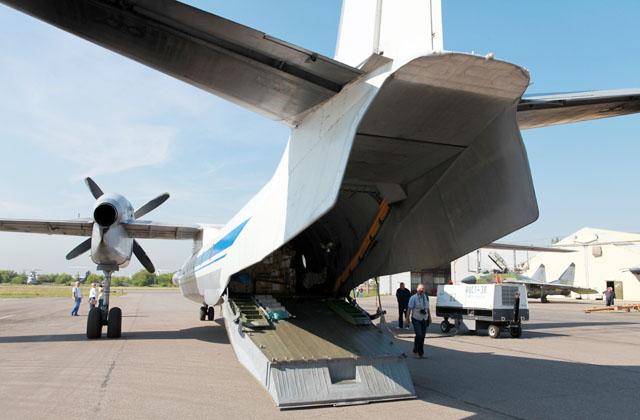 10 июля 2014 года транспортный самолет РСК «МиГ» Ан-32 доставил в Крым гуманитарный груз, предназначенный для людей, вынужденных покинуть Украину