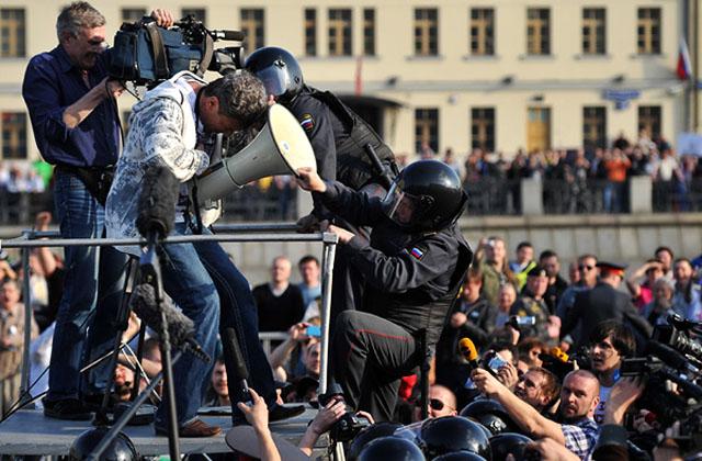LENTA.RU. Вам тут не Майдан! Организаторов несанкционированных акций будут лишать свободы