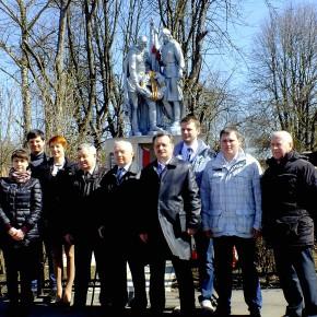 Делегация РСК «МиГ» возложила венки к памятнику погибшим в Великой Отечественной войне