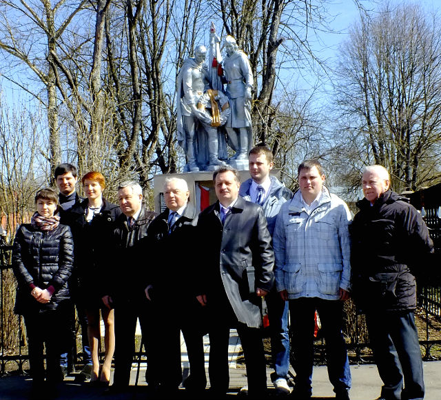 Делегация РСК «МиГ» возложила венки к памятнику погибшим в Великой Отечественной войне. 22.04.2015