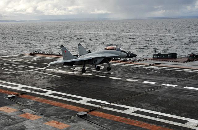 Глава РСК «МиГ» поздравил начальника Морской авиации ВМФ РФ  с профессиональным праздником