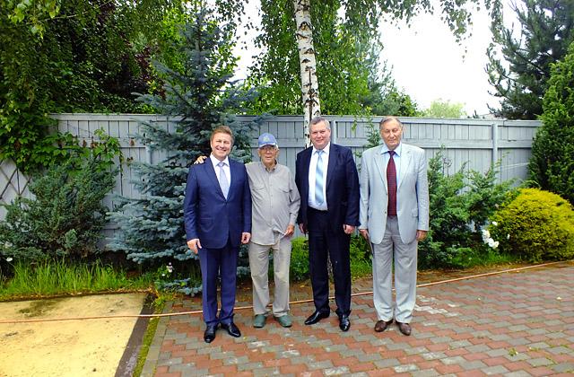Глава РСК «МиГ» Сергей Коротков поздравил Олега Анофриева с 85-летием
