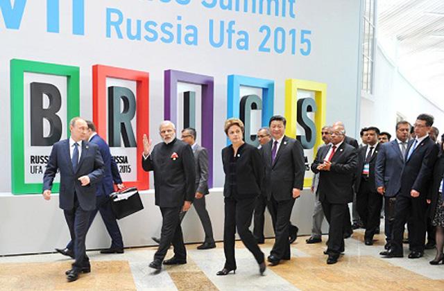 "ШОС, БРИКС и ЕАЭС: ""тройной удар"" в Уфе. В Уфе фактически состоялись не два, а три саммита"