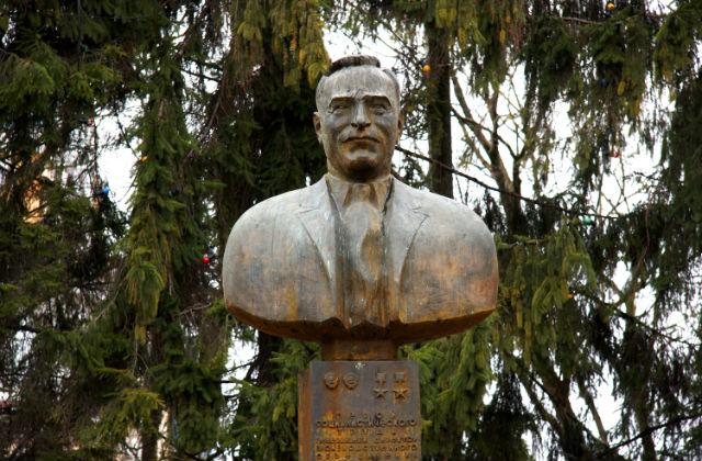Памятник Воронину Павлу Андреевичу установлен в 1986 году по совместному проекту Е.И. Киреева и Г. В. Франгуляна в сквере г. Калуги, который также носит имя советского военачальника.