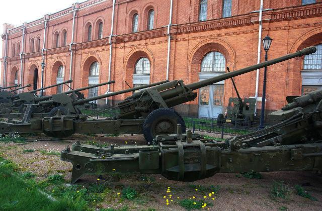 Пушка М-46 в Военно-историческом музее артиллерии Санкт-Петербурга