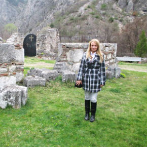 Blauen Narzisse. DER KOSOVO IST SERBISCH (Dragana Trifkovic)