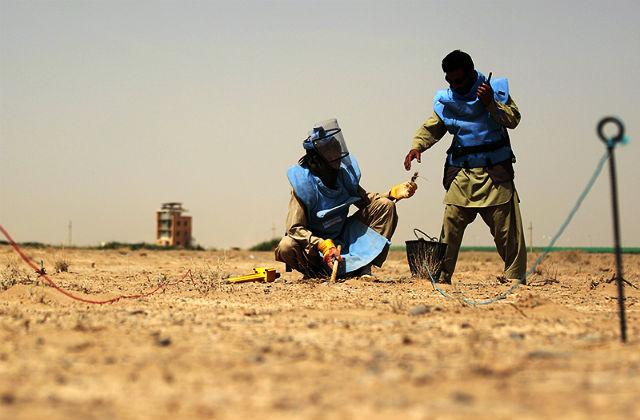 Сотрудники крупнейшей частной военной компании в мире G4S в 2010 году помогали разминировать территорию рядом с Кандагаром в Афганистане // Reuters/Pixstream