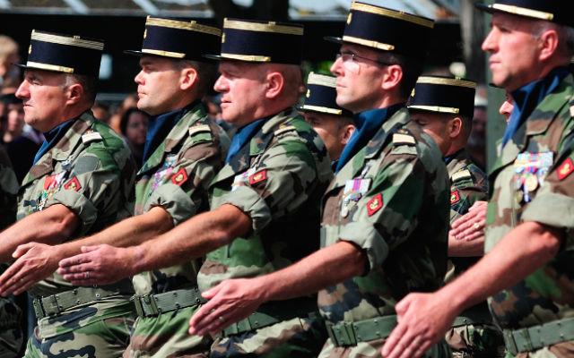 ТВ ЦАРЬГРАД. Париж внял военным указаниям Вашингтона.  Франция под давлением своего американского союзника по НАТО намерена наращивать военные расходы