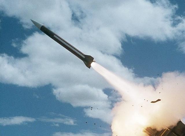 МОСКОВСКИЙ КОМСОМОЛЕЦ. Эксперты объяснили, почему не все американские «томагавки» долетели до цели. Удар крылатыми ракетами по сирийскому аэродрому - «забивание гвоздей микроскопом»