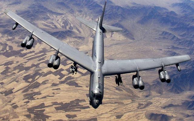 РАДИО «Спутник». Привет от Трампа: США перебрасывают в Европу для обучения три стратегических бомбардировщика В-52