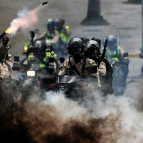 RUSSIA TODAY. Переворотный момент: группа силовиков выступила против властей Венесуэлы
