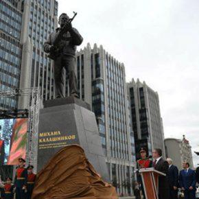 РОСОБОРОНЭКСПОРТ: памятник Михаилу Калашникову в Москве – признание его заслуг перед Россией