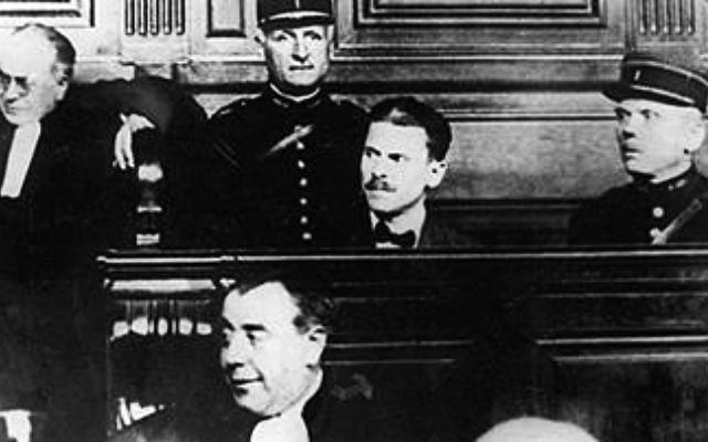Самуил Шварцбард на скамье подсудимых. 1926 год // www.lechaim.ru/ARHIV/265/otkritiy-dostup2.htm