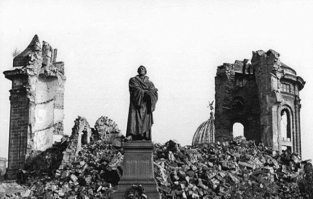 Дрезден в огне. Англо-Американски бомбежки